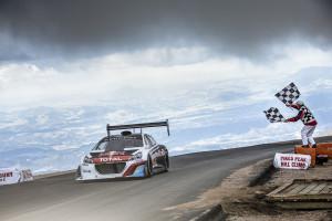 Peugeot-Pilot Sébastien Loeb mit Rekordsieg. Foto: Renault