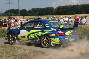 Jan Becker gewinnt im Subaru Impreza den Sekundenkampf beim Masterslauf in Niedersachsen. Foto: ADAC