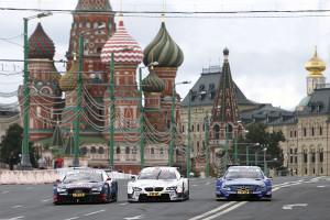 DTM-Stars begeistern russische Fans beim Moscow City Racing. Foto: HOCH ZWEI / Michael Kunkel
