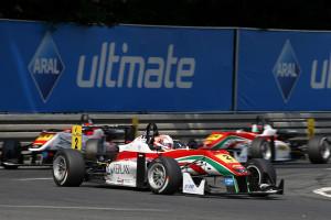 Alex Lynn triumphiert auf dem Norisring. Foto: FIA F3 / Suer