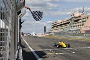 Erster Sieg für Nicolas Beer im ADAC Formel Masters. Foto: ADAC / Thomas Suer
