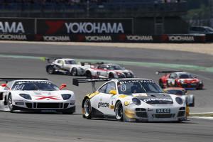Ragginger will im Porsche auf das Podium. Foto: ADAC / Thomas Suer
