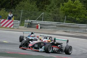 Bildtext: Thomas Amweg (Dallara 305 Mercedes) ist in der Formel 3 Favorit. Foto: Schindler