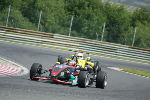 Thomas Amweg (Dallara 305 Mercedes) kommt als Tabellenführer in der Formel 3 nach Hockenheim